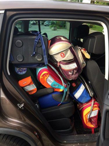 Schulranzen-Aktion: Rückband voller Schulranzen.