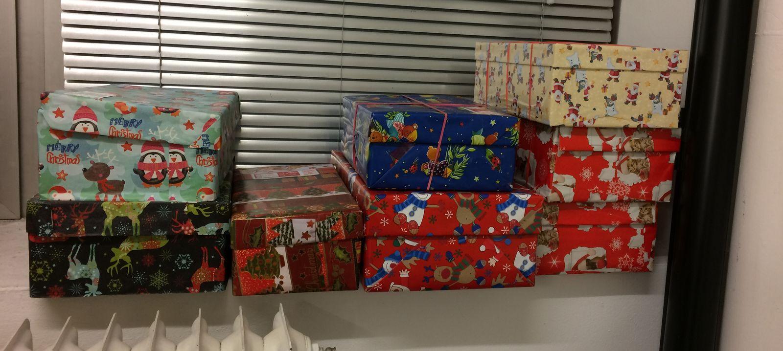 weihnachten im schuhkarton erste geschenke sind da. Black Bedroom Furniture Sets. Home Design Ideas